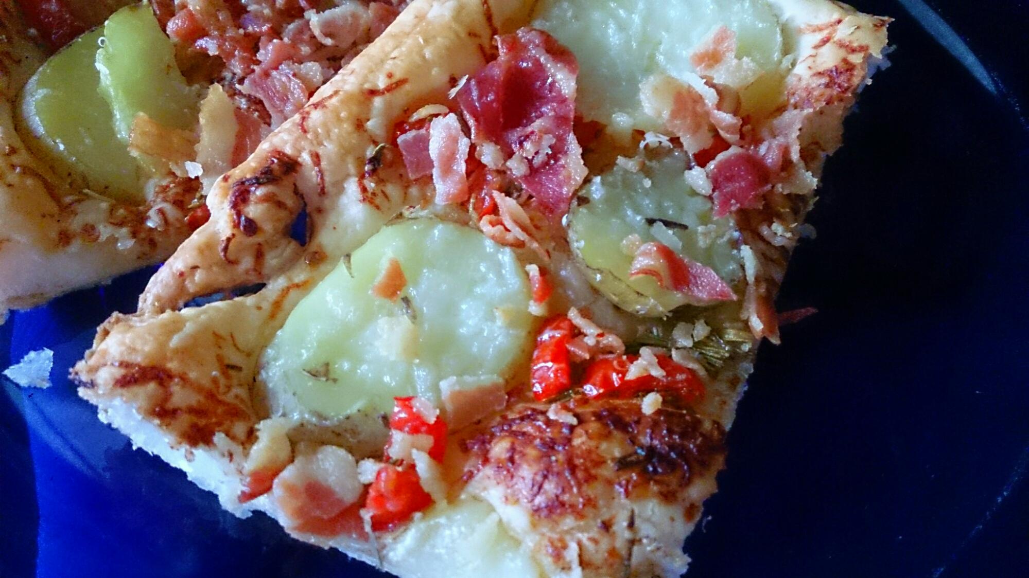 Läs mer om artikeln Smördeg med potatis, rosmarin och bacon