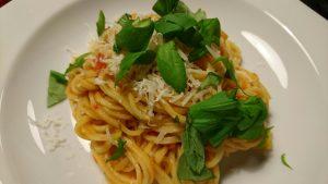 Snabb pasta med hemgjord tomatsås