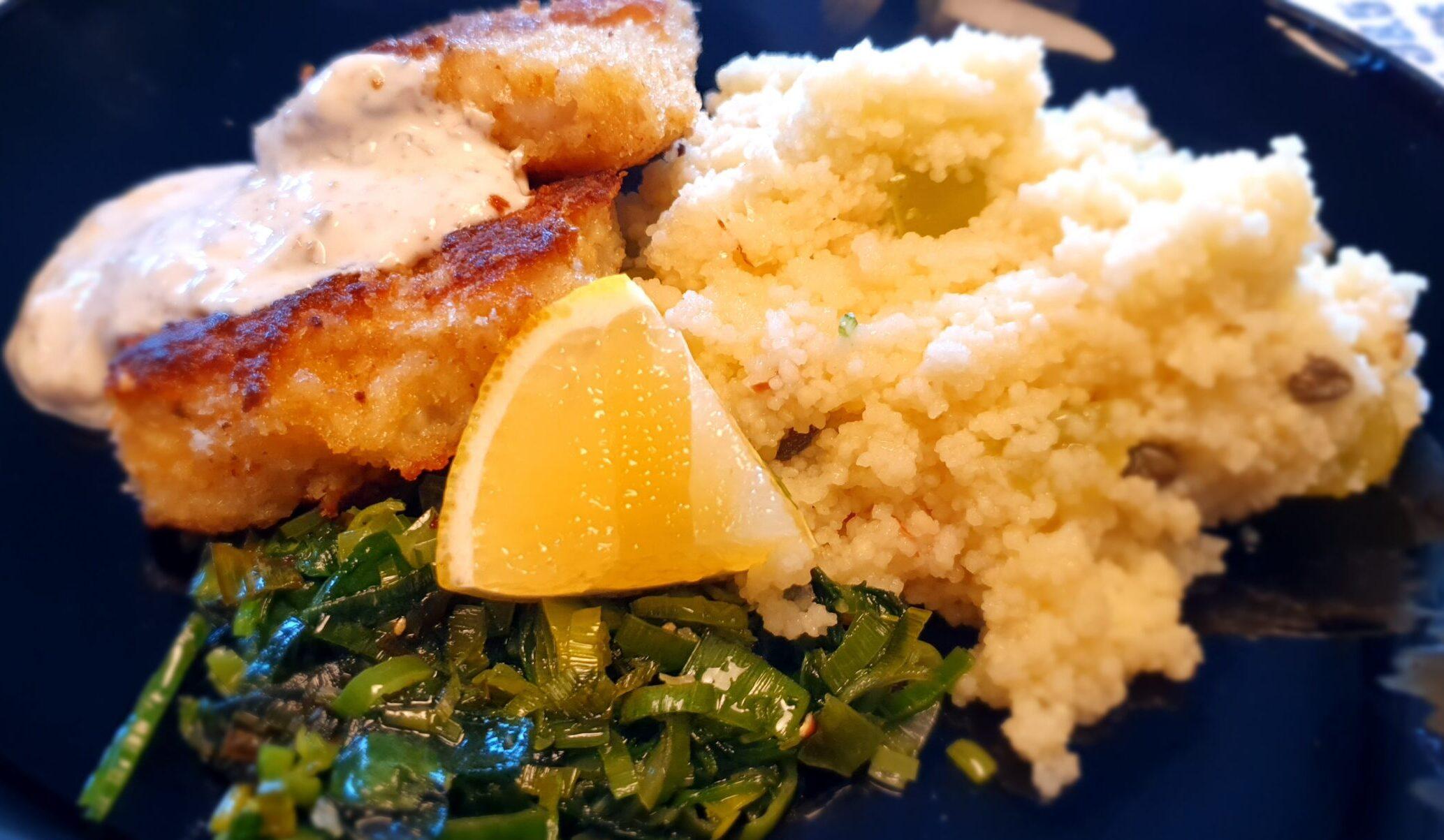 Panerad torsk med kapris och vindruvor